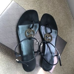 Gucci thong sandals in black size 37.5